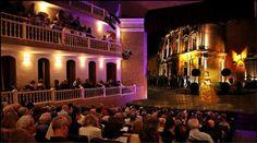 """EL Teatro Ángela Peralta data desde 1873, en donde se presentó por primera vez la soprano más famosa, Ángela Peralta con """"El Ruiseñor Mexicano""""; hoy después de 130 años, sigue siendo cuna de famosos festivales como el Internacional de Guitarra."""