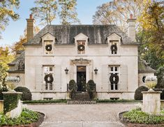 French Country Exterior, French Country House, Country Style, Traditional Decor, Traditional House, Casas The Sims 4, French Style Homes, Atlanta Homes, Facade House