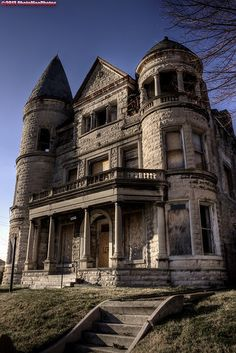 Abandoned Ouerbacker Mansion - Louisville, Kentucky.