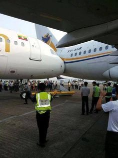 RT: @AviationSafety Airbus A319, A320 damaged in ground collision Yangon Airport, Myanmar pic.twitter.com/qvJGLaz4CW