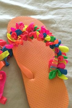 3e6673d52458 Love this summer project to make your own DIY decorated flip flops - all  you