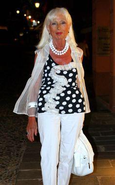 Old Women and Men Street Style 2012 60 Fashion, Womens Fashion, Fashion Tips, Mature Fashion, Fashion Ideas, Advanced Style, Advanced Beauty, 50 And Fabulous, Italian Women