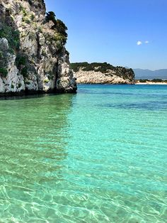 Favorite place: Voidokilia Beach is a popular beach in Messinia. In the shape of the Greek letter omega, its sand forms a semicircular strip of dunes. On the land-facing side of the strip of dunes is Gialova- or Divari Lagoon, an important bird habitat. #voidokiliabeach #gialova #divarilagoon #gialovalagoon #voidokilia #messenia #pylos #peloponnese #greece