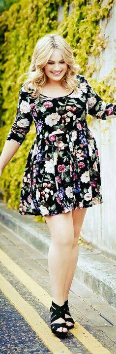 Moda Plus-size - Vestido Floral acinturado