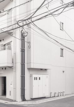 janvranovsky: House corner in Nishi Nippori (Tokyo) ) Black And White Aesthetic, Beige Aesthetic, Aesthetic Backgrounds, Aesthetic Wallpapers, Urban Photography, Street Photography, Shades Of White, Aesthetic Pictures, Scenery