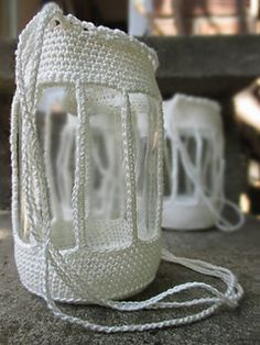 the Outdoors: 10 Free Crochet Patterns for Gardeners! Adorable garden lights free patterns in a special collection from Moogly!Adorable garden lights free patterns in a special collection from Moogly! Crochet Cozy, Crochet Gratis, Love Crochet, Diy Crochet, Crochet Hooks, Moogly Crochet, Crochet Birds, Crochet Jar Covers, Crochet Decoration