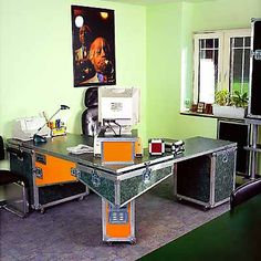 Flight Case Desk.  Now that's a repurposing with superior aesthetics and functionality!