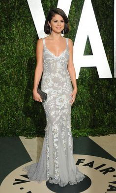 Selena Gomez in Dolce and Gabanna at Vanity Fair Oscar Party. She's such a cutie and this dress is great for her. Pretty, not too old or too young. Werk.