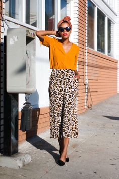 leopard cropped trousers » STYLE ME GRASIE. Mustard top+whtie printed culotte pants+black pumps+black sunglasses+turbant. Summer Outfit 2016 Top mostaza+pantalones culotte estampados+salones negros+gafas de sol negras+turbante color teja. Outfti verano 2016