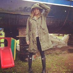 Yes! Eindelijk regen! Kan ik mijn mooie regenjas van @raincoats_waterdicht_amsterdam aan. Georgina Verbaan ☔️☔️☔️