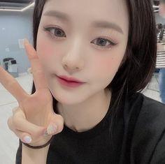 Korean Beauty Girls, Korean Girl, Kpop Girl Groups, Kpop Girls, Selfies, Kpop Girl Bands, Japanese Girl Group, Grunge Girl, Just Girl Things