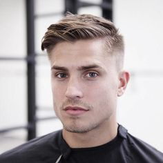 25 Best Hairstyles for a Receding Hairline - Men's Hairstyles Top Hairstyles For Men, Thin Hair Haircuts, Best Short Haircuts, Cool Haircuts, Hairstyles Haircuts, Haircuts For Men, Short Hair Cuts, Short Hair Styles, Popular Hairstyles