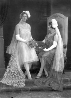 1929 Lady Ivy Linton Every, nee Meller and Miss Leila Penelope Every, later Mrs. Vivian Horrocks Ward (The Lafayette Negative Archive) Flapper Style, Flapper Fashion, History Books, Old Photos, Bridal Gowns, Romantic, Statue, Bride, Presentation