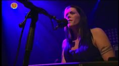 Beth Hart - Crashing Down (Live Acoustic)