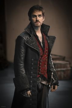 Once Upon a Time Season 2 Episode 4 Photos - Extended Look at Captain Hook!