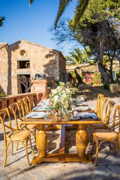 This Majestic Wedding Inspiration is just what you need this spring! Designed around Athenian landmark with 350 year old history for your royal wedding! Spring Wedding Inspiration, Outdoor Furniture Sets, Outdoor Decor, Royal Weddings, Greece, Tower, Table Decorations, Future, House