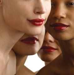 Unique ways to determine the tone of your skin! Four models with different warm and cool skin tones""