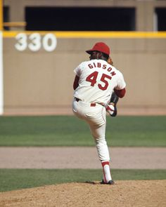 Bob Gibson finished his career with 255 complete games and 251 wins with the St. St Louis Baseball, St Louis Cardinals Baseball, Stl Cardinals, Sports Baseball, Baseball Players, Baseball Stuff, Baseball Photos, Baseball Cards, Softball