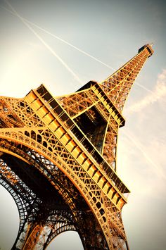 One day I will have lunch with my Hubby @ the Eiffel Tower :)