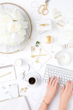 White and gold styled desktop. Styled Stock photography by the SC Stockshop.
