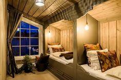 Eksempel på soverom i 2. etg. Her vist med plassbygde senger.