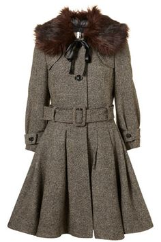 Izzy Lane for Topshop made in England knee length tweed skirted coat with belted waist and a detachable fur collar.