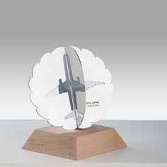 2012 yıllında Pilotlar vakfı için tasarlanan bu plaket de lazer kesim çelik ve ahşap kullanılmıştır.