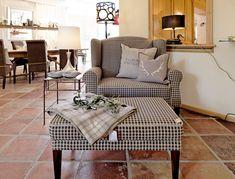 Polstermöbel im Landhausstil im Showroom bei Menzel Leuchten in Ruhpolding