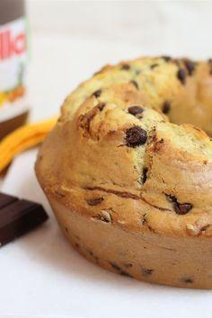 La ciambella con gocce di ciocco-Nutella è una semplice ciambella arricchita con gocce di cioccolato preparate in casa con l'aggiunta della Nutella; più golosità per gli amanti del cioccolato!