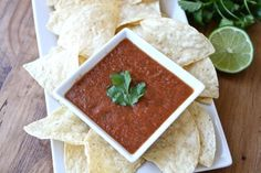 This easy salsa recipe makes homemade salsa that tastes better than salsa at a restaurant! Just throw all the ingredients in a blender, and it's done! This homemade salsa recipe is SO easy and SO good! Mexican Food Recipes, Great Recipes, Favorite Recipes, Mexican Dishes, Recipe Ideas, Antipasto, Blender Salsa, Appetizer Recipes, Appetizers