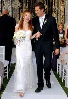 Alyson Hannigan's ivory satin gown with chantilly lace and bead overlay by Badgley Mischka