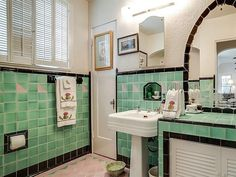 """Vintage Bathroom Love on Instagram: """"1930's """"Country French Ecletic"""" note the quotes on that, located in Dallas, TX. Wonderful vintage bathrooms in this one with an…"""" Vintage Bathrooms, 1930s Bathroom, Art Deco Bathroom, French Country, Dallas, Mirror, Modern, Dream Houses, Cliff"""