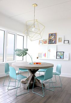 Contemporary dining room furniture wood table and light blue plastic dining chairs - Home Interior Design Ideas Dining Room Inspiration, Interior Inspiration, Inspiration Design, Shelf Inspiration, Home Interior, Interior Decorating, Decorating Ideas, Apartment Interior, Retro Apartment
