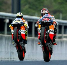 2003 - Nicky Hayden and Valentino Rossi Japanese GP Motegi 2003 Flat Track Motorcycle, Motorcycle Racers, Racing Motorcycles, Motorcycle Art, Gp Moto, Moto Bike, Grand Prix, Nicky Hayden, Valentino Rossi 46