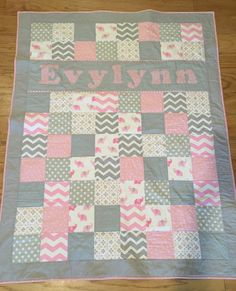 Baby Quilts Easy, Baby Girl Quilts, Girls Quilts, Owl Quilts, Animal Quilts, Kit Bebe, Cot Quilt, Homemade Quilts, Baby Quilt Patterns