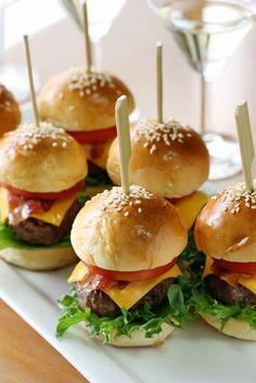 Mini hamburguesas de carne de lechuga queso tomate