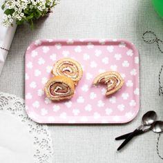 Small tray pink clover by Johanna.B. Perfect for breakfast or a fika! #nordicdesigncollective #johannab #tray #smalltray #breakfast #breakfasttray #pink #thinkpink #eat #serve #servingtray #madeinsweden #birch #food #kitchen #swedishdesign #scandinaviandesign #nordicdesign