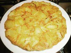 La frittata di patate napoletana è un must della cucina partenopea. Ecco la ricetta e il segreto per farla venire croccante.