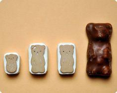 Tampons oursons guimauve sur une gomme.