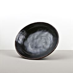 You can see the hand work on the surface of this flat bowl from the collection Tenmokku 😊👌🏻 it's amazing 😍 It's Amazing, Large Bowl, Bowls, Surface, Japan, Plates, Canning, Tableware, Collection