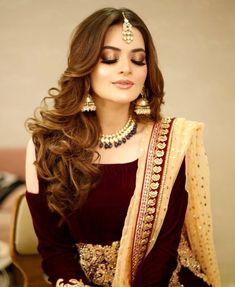 Love how flawless the makeup looks😍 Pakistani Bridal Makeup, Bridal Mehndi Dresses, Indian Bridal, Bridal Lehenga, Wedding Dresses, Shadi Dresses, Pakistani Dresses, Indian Gowns, Indian Wear