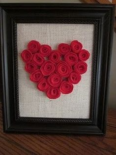 I want to do this for my room/bathroom or something. Just use pink felt instead of read and maybe darker burlap