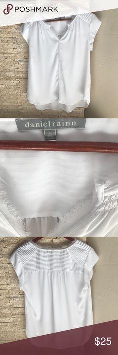 DANIEL RAINN white top DANIEL RAINN // white top size L // perfect condition! Daniel Rainn Tops Blouses