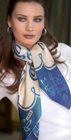 comment nouer un foulard, simple noeud avec un foulard en soie Comment  Nouer Une Écharpe 630c066485b