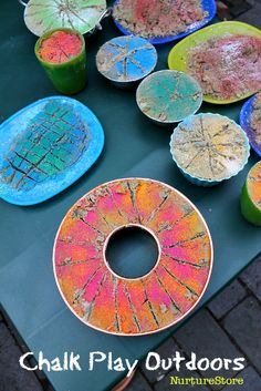 how to use chalk in outdoor play :: mud kitchen ideas :: simple outdoor play ideas :: loose parts outdoor classroom Outdoor Activities For Kids, Outdoor Learning, Outdoor Play, Preschool Activities, Preschool Learning, Mud Kitchen, Kitchen Ideas, Art For Kids, Crafts For Kids