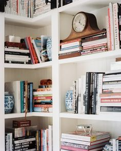 Idea for the library: use blue-and-white ginger jars as bookends! Bookshelf Styling, Built In Bookcase, Bookshelves, Bookshelf Organization, Corner Shelving, Corner Shelf, Shelving Ideas, Storage Ideas, Ginger Jars