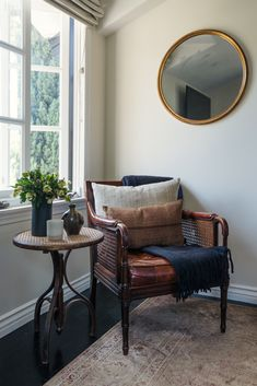 love this cozy reading nook oozing with vintage charm Interior Decorating, Interior Design, Interior Colors, Modern Exterior, Contemporary Interior, Living Spaces, Living Room, Foyers, Home Decor Inspiration