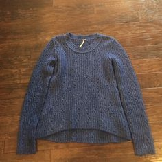 Free People sweater Comfortable sweater- great for layering and staying warm. Size small/petite Free People Sweaters Crew & Scoop Necks
