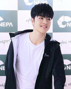 Junhoe's smile is life❤️ (NEPA FANSIGN EVENT 160709) . . . . . . . .  #동혁  #구준회 #junhoe #bobby #hanbin #chanwoo  #donghyuk  #한빈 #김한빈 #아이콘 #진환 #김진환 #bias #yunhyeong  #iKON  #bi  #jinhwan  #kimbobby  #kimjinhwan #kimhanbin  #jungchanwoo #kimbobby #koojunhoe  #kimjiwon #jiwon #songyunhyeong #yg  #ygfamily #kpop #fansign #nepa