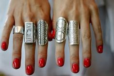 I don't wear much jewelry but I'm loving the bright nails and big rings trend. You could totally wear a simple dress with no makeup and s. 5 Inch And Up, Armor Ring, Vibeke Design, Big Rings, Three Rings, Oval Rings, Gold Rings, Outfit Trends, Looks Vintage